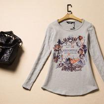 西蔻 长袖T恤女 打底衫小衫 修身显瘦印花 2013冬装新款62450513 价格:131.00