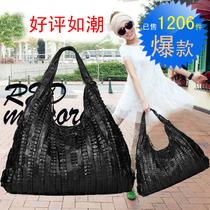 包邮 2013新款真皮包褶皱羊皮拼接女包潮流黑色大容量单肩斜跨包 价格:136.95