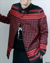 纪家 2010 S/S 马赛克镶嵌式 黑红格印 口袋 系扣长袖衬衫 价格:299.00