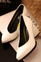 欧美大牌简约拼色漆皮尖头浅口高跟鞋 大方格异型跟职业单鞋女白 价格:99.00