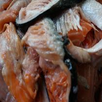 鲜优源特价新鲜边角骨 皮骨腩 鱼皮 三文鱼边角料挪威进口三文鱼 价格:4.50