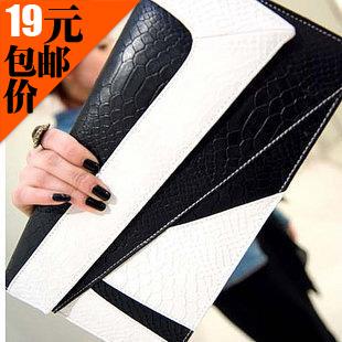 2013新款女包潮 韩版蛇纹撞色手拿包信封单肩斜挎包复古小包包 价格:19.00