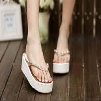 2013夏季新款休闲闪闪女鞋子高档裸色水晶凉拖水钻坡跟厚底人字拖 价格:178.00