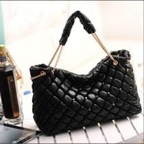 包包2013新款 潮 女士单肩包菱格链条手提包秋冬季黑色韩版亮皮包 价格:55.00