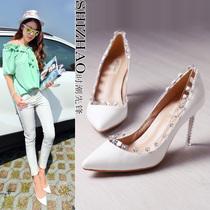 欧洲站女鞋裸色白色铆钉真皮尖头细跟欧美夜店高跟鞋初秋单鞋婚鞋 价格:238.99