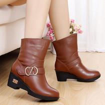红蜻蜓2013新款冬天鞋子女中筒靴流苏靴中跟粗跟大码靴子 价格:188.00