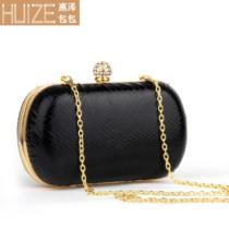 惠泽手拿包女2013新款潮晚宴包硬黑色PU包宴会包链条手抓包 价格:70.00