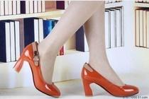 2013年秋新正品香港丽人达芙妮思苑马蹄跟皮带扣浅口高跟潮女单鞋 价格:219.00