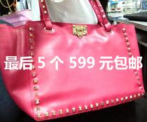 2013新款Valentino/华伦天奴铆钉包 潮女包包 手提单肩包 小辣椒 价格:1280.00