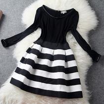2013秋冬款欧美大牌时尚经典黑白横条纹修身弹性收腰长袖连衣裙子 价格:238.00