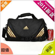 包邮adidas运动旅游包 训练小挎包 健身单肩/斜挎/旅行手提圆桶包 价格:34.00