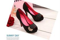 2013新款韩版流行女鞋超炫高跟鱼嘴高级绒面镶钻高贵修身女士凉鞋 价格:98.00