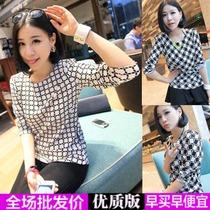 蘑菇街女装衣服 2013秋装新款 韩版t恤 黑白撞色泡袖垫肩上衣 潮 价格:23.75