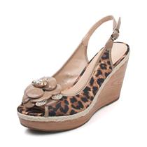 新风尚 ST&SAT 星期六2012夏 花朵豹纹牛皮凉鞋SS22S53G03 价格:263.65