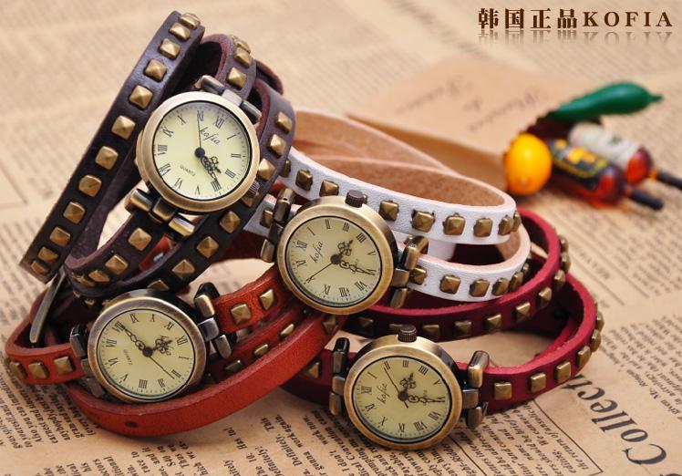 นาฬิกาข้อมือแฟชั่นประดับโลหะสามสาย