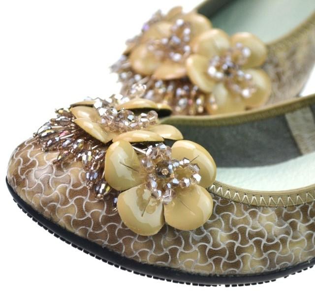 туфли лето 2013 стили круглые плоские туфли и удобные мягкие кожаные бисером цветок плоская обувь женская обувь в конце пакета почты