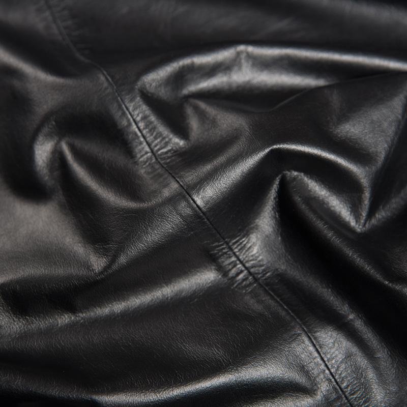 Одежда из кожи Hua Muhou containing